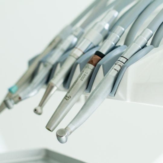 Професійне чищення зубів допоможе вам вберегти зуби здоровими
