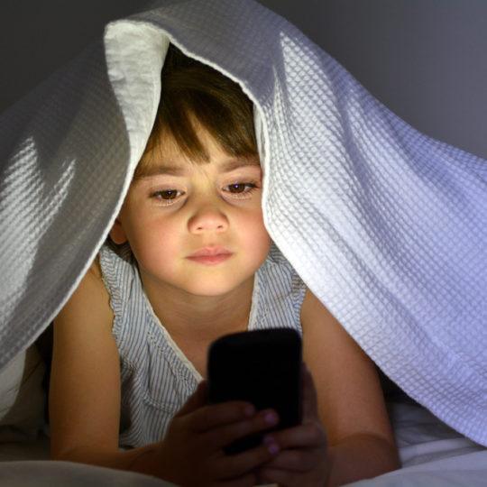 У підлітків, що лягають пізно спати , частіше з'являються гнилі зуби