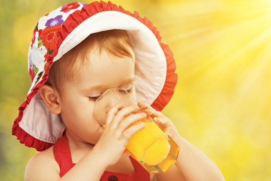 Фруктові соки руйнують дитячі зуби