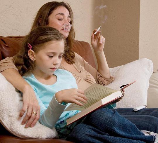 Пассивное курение вызывает болезни десен